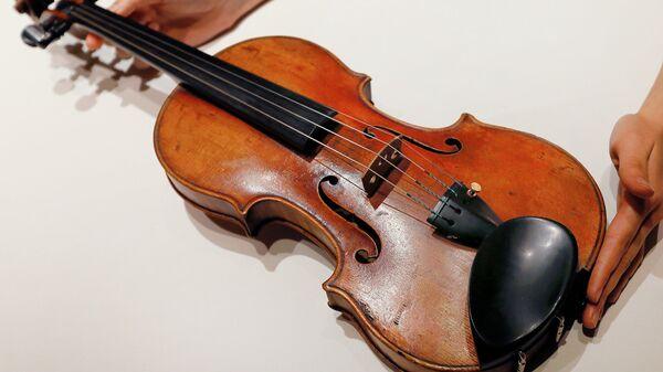 Скрипка Страдивари. Архив