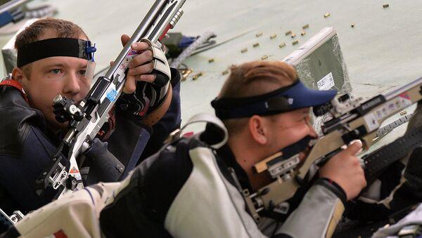 Федор Власов на соревнованиях по пулевой стрельбе. Архивное фото