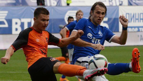 Игрок Динамо Виталий Дьяков (справа), архивное фото