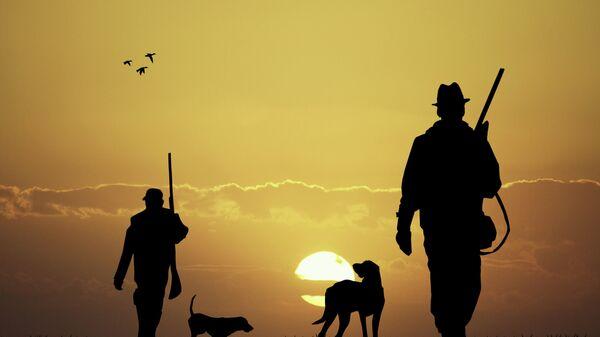 Охотники, архивное фото