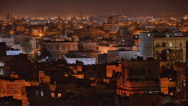 Ночной вид Саны. Йемен. Архивное фото