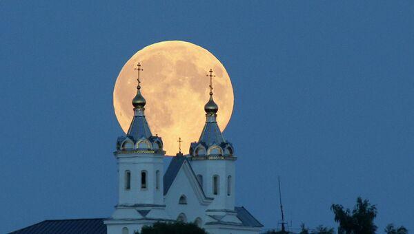 Космическое явление - суперлуние. Новогрудок, Белоруссия