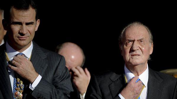 Король Испании Хуан Карлос I и его сын принц Фелипе