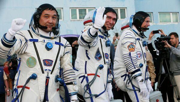 Участники 45/46-й длительной экспедиции на Международную космическую станцию. Архивное фото