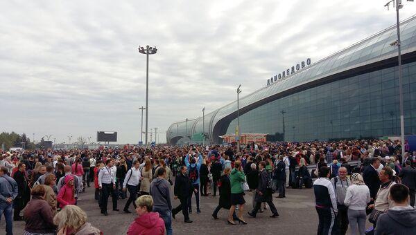 Эвакуация людей из аэропорта Домодедово