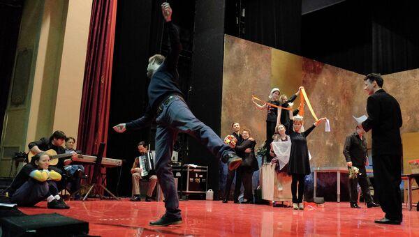 Репетиция спектакля Утиная охота А.Вампилова в постановке Владимира Панкова