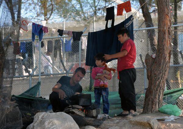 В лагере беженцев с Ближнего Востока на греческом острове Лесбос
