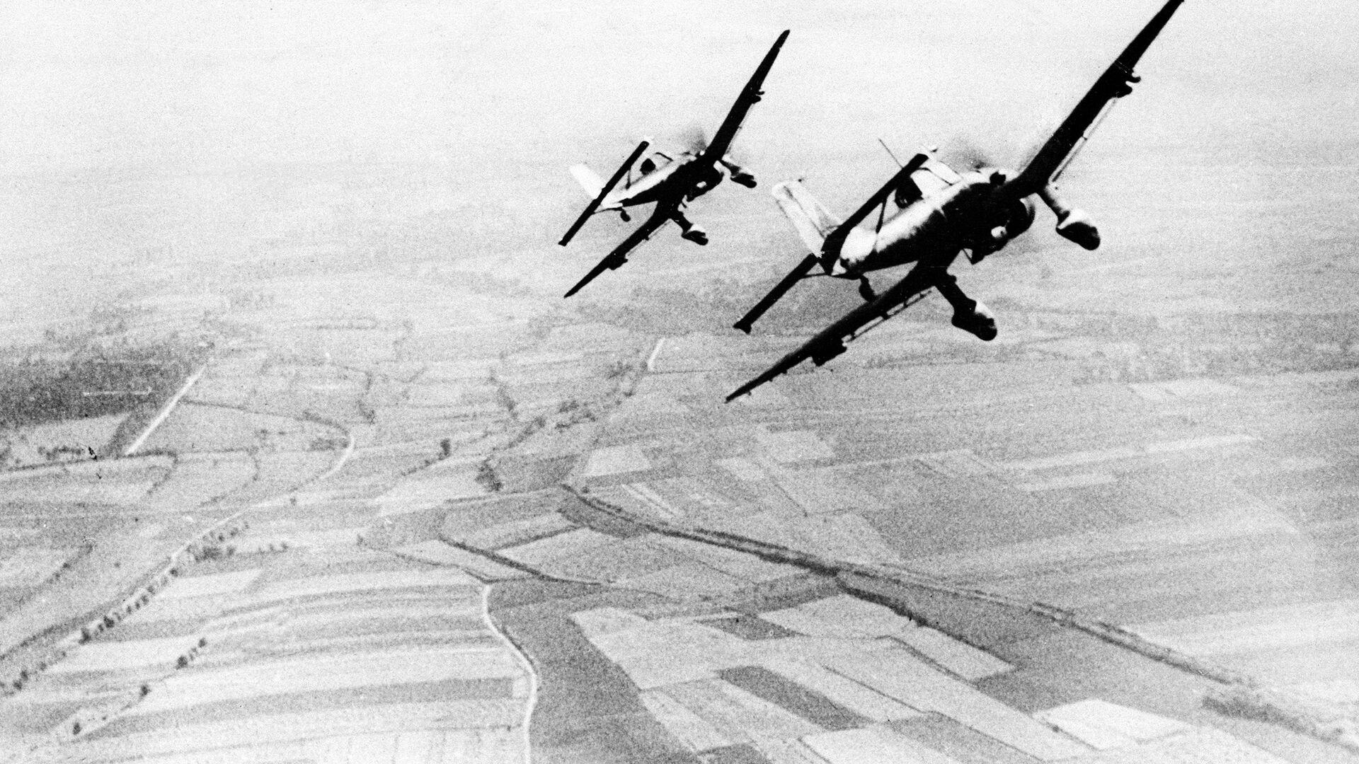 Немецкие пикирующие бомбардировщики Юнкерс Ju 87 - РИА Новости, 1920, 14.06.2021