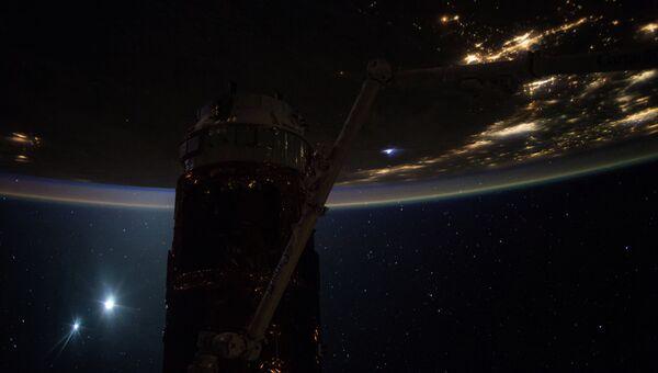 Рассвет на Земле, сделанный с борта Международной космической станции (МКС). Архивное фото