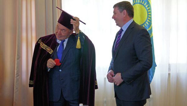Президент Казахстана Нурсултан Назарбаев во время XII форума межрегионального сотрудничества России и Казахстана