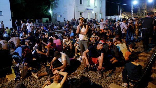 Мигранты на вокзале города Товарник, Хорватия 17 сентября 2015