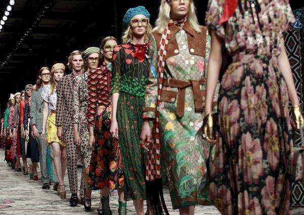 Модели во время показа коллекции Gucci на Неделе моды в Милане