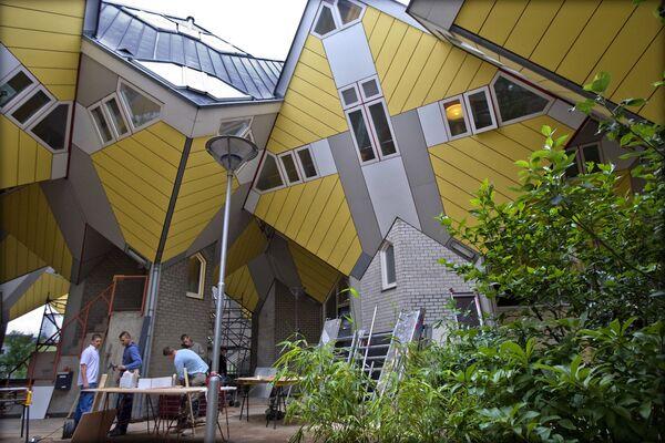 Дома-кубы в Роттердаме (Нидерланды) по проекту архитектора Пита Блома