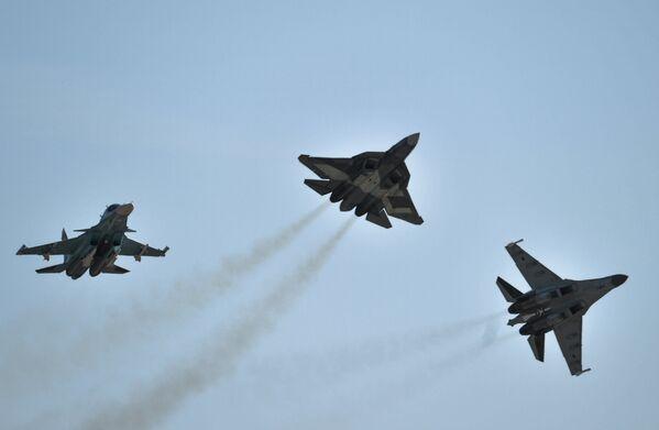 Самолеты Су-34, Т-50 и Су-35 С
