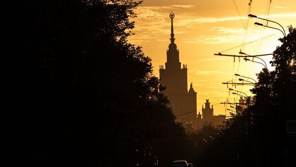 Главное здание Московского государственного университета (МГУ) на Воробьевых горах в Москве