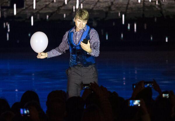Фигурист Алексей Ягудин во время светового ледового шоу