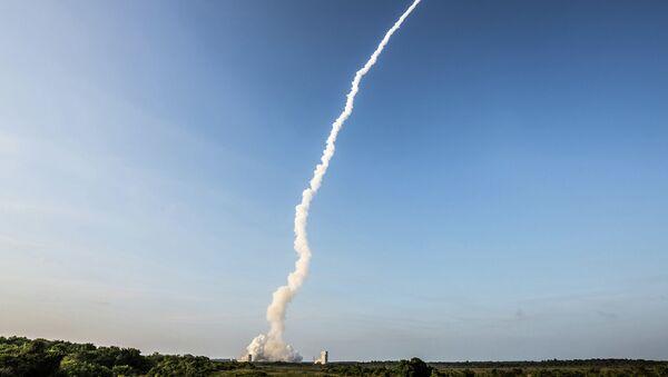 Старт ракеты Ariane со спутниками связи с космодрома Куру