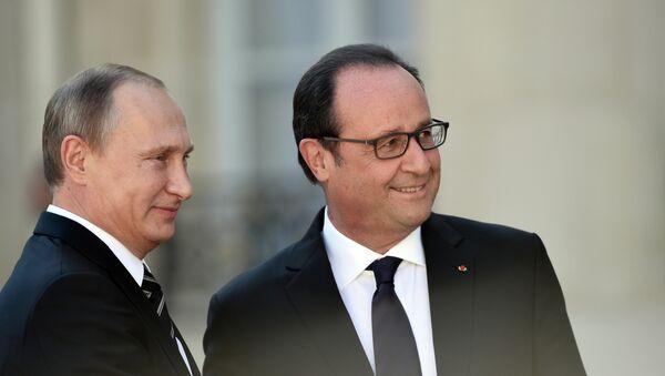 Президент РФ Владимир Путин и глава Франции Франсуа Олланд. Архивное фото