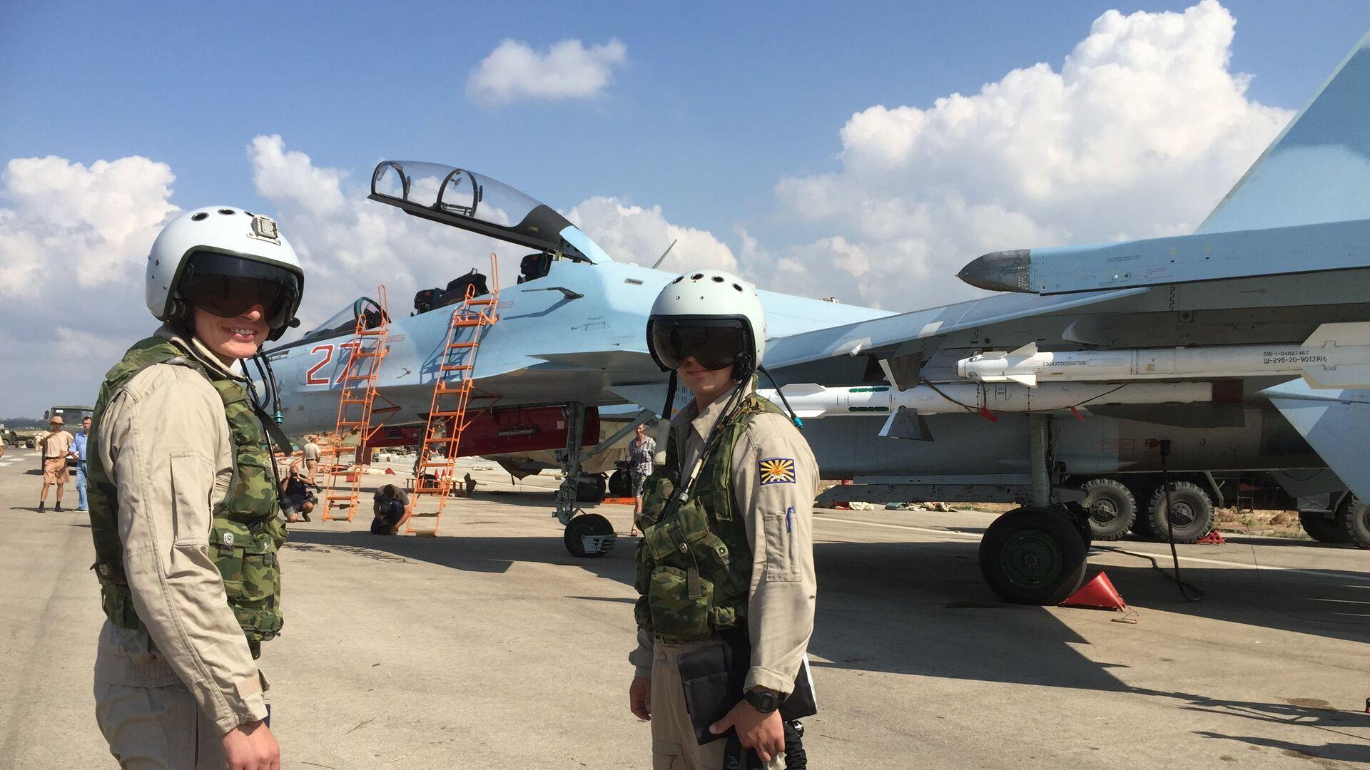 Российские летчики готовятся к полету на истребителе СУ-30СМ на авиабазе Хмеймим в Сирии - РИА Новости, 1920, 19.05.2021