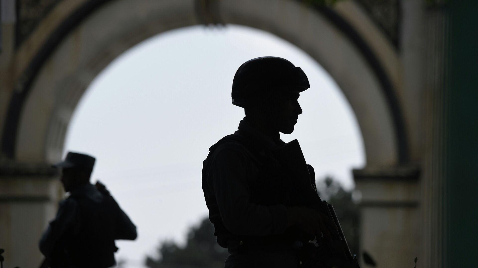 Афганские полицейские на месте взрыва террориста-смертника - РИА Новости, 1920, 10.05.2021