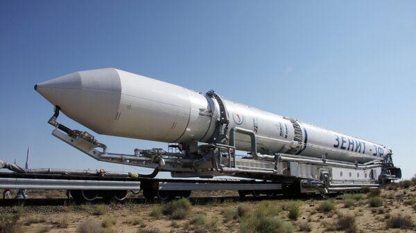 Вывоз ракеты космического назначения Зенит. Архивное фото