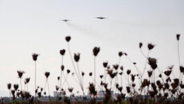 Российские самолеты взлетают с авиабазы Хмеймим (Сирия)