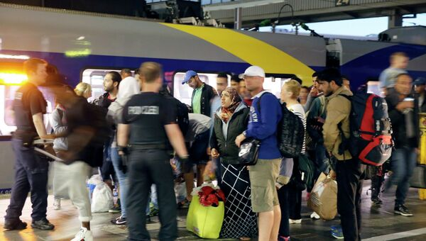Беженцы из Сирии на центральном железнодорожном вокзале в Мюнхене. Архивное фото