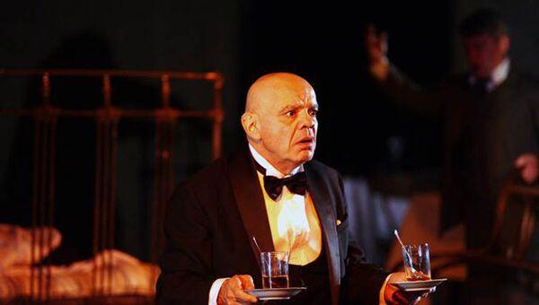Райкин в спектакле Человек из ресторана в театре Сатирикон. Архивное фото