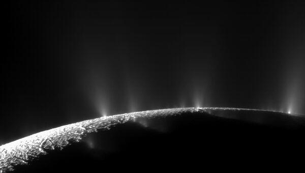 Изображение спутника Сатурна Энцелада, запечатленное космическим аппаратом Кассини. Архивное фото.