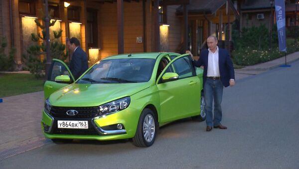 Отличная машина, очень хорошая – Путин протестировал новую Ладу-Весту