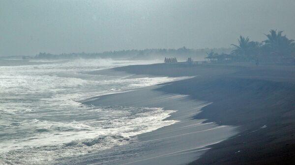 Волны, вызванные приближением урагана Патрисия к тихоокеанскому побережью Мексики