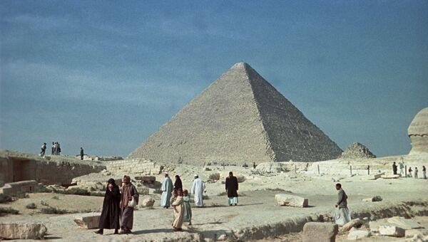 Пирамида Хеопса в Гизе, архивное фото