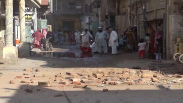 Оборванные провода и обвалившиеся стены: последствия землетрясения в Пакистане