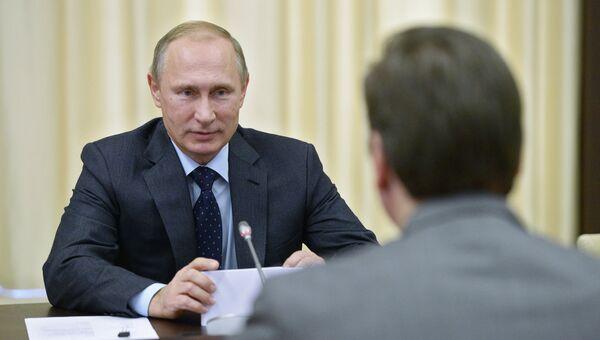 Президент России Владимир Путин во время встречи с председателем правительства Сербии Александром Вучичем в резиденции Ново-Огарево