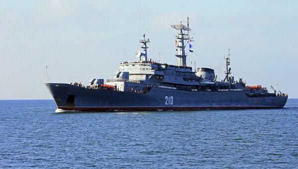 Учебный корабль Балтийского флота РФ Смольный. Архивное фото