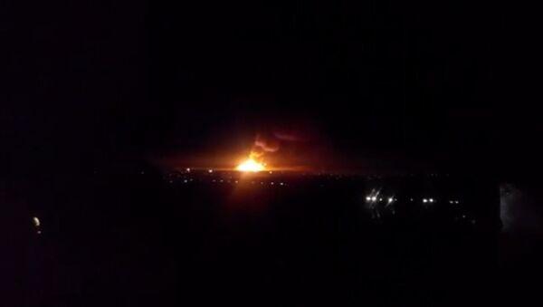 Крупный пожар вспыхнул на складе боеприпасов в Луганской области. Кадры ЧП
