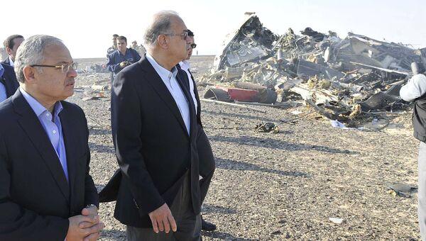 Премьер-министр Египта Шериф Исмаил на месте крушения самолета Когалымавиа в Египте. 31 октября 2015