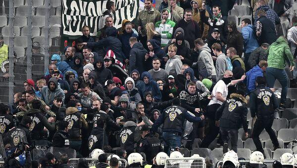 Драка болельщиков во время матча Лиги Европы между Локомотивом и Бешикташем