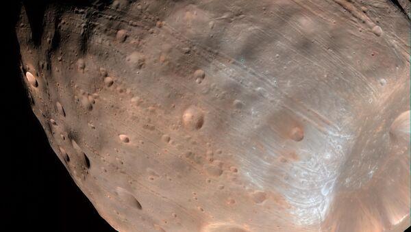 Гравитационное воздействие Марса постепенно уничтожает спутник Фобос