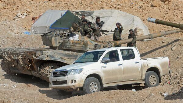 Солдаты Сирийской Арабской Армии (САА) на боевых позициях