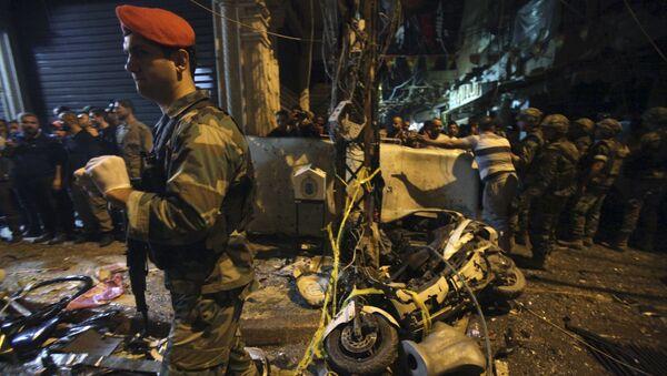 Солдат ливанской армии на месте двойного теракта в южном пригороде Бейрута