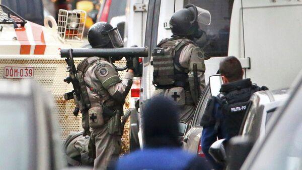 Бельгийская полиция проводит спецоперацию в районе Моленбек в Брюсселе