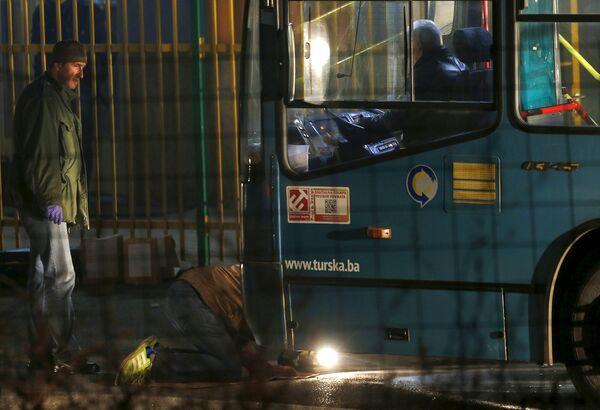 Боснийские эксперты на месте стрельбы в Сараево