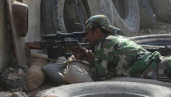 Солдат Сирийской арабской армии на боевой позиции