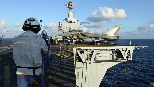 Авианосец Шарль де Голль совершает переход в Восточное Средиземноморье, 21 ноября 2015