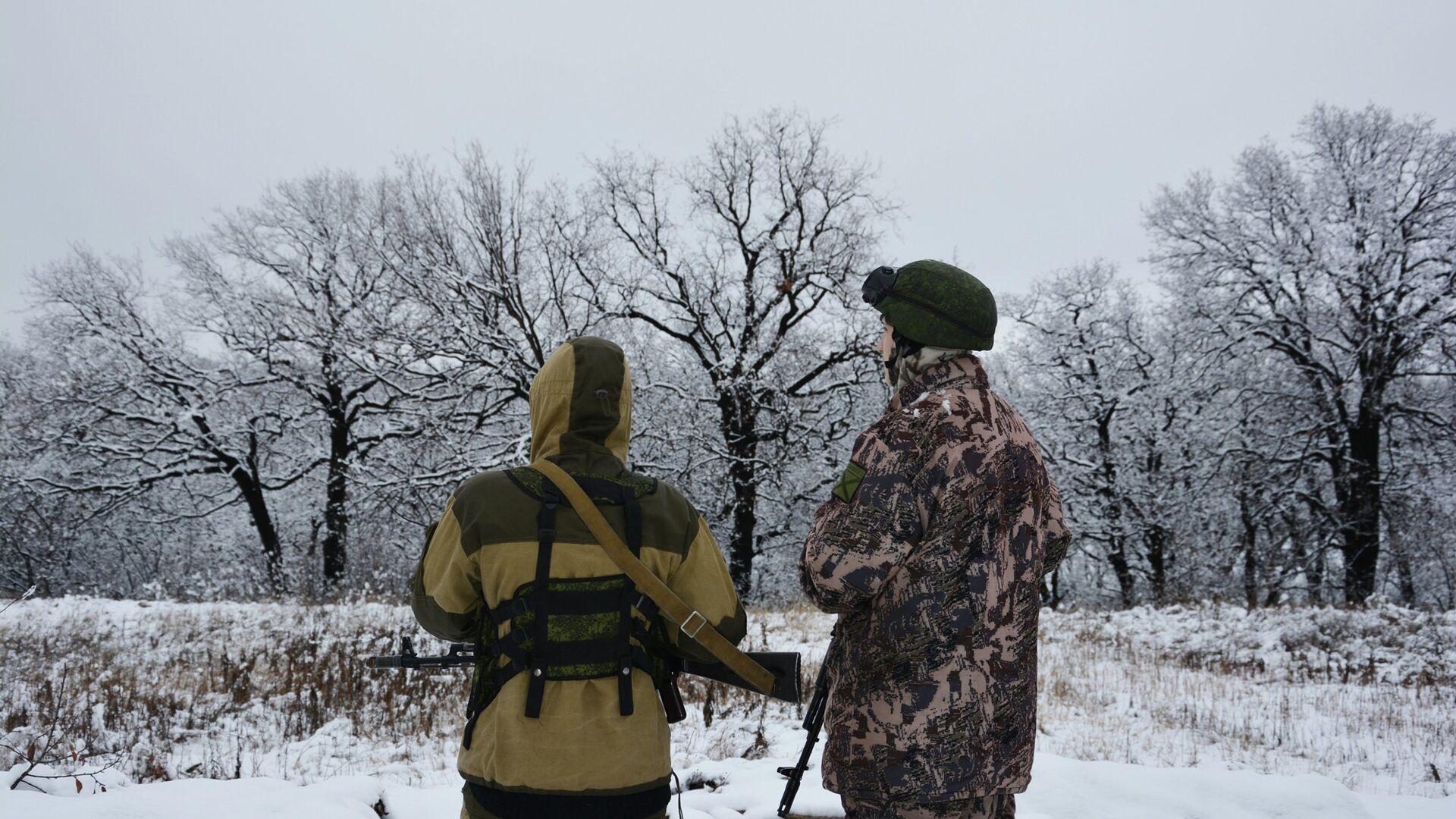 Военнослужащие Народной милиции ЛНР (бригада Призрак) на позициях в поселке Донецкий на линии соприкосновения - РИА Новости, 1920, 14.03.2021
