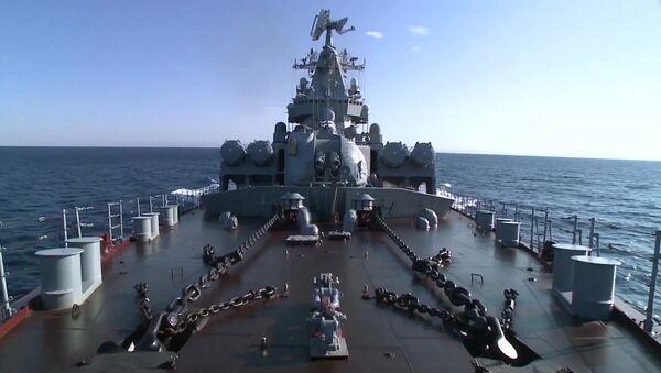 Гвардейский ракетный крейсер Москва у побережья Латакии
