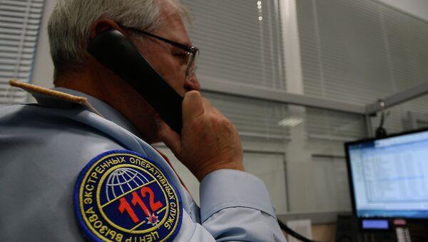 Диспетчер по обработке вызовов экстренных оперативных служб. Архивное фото