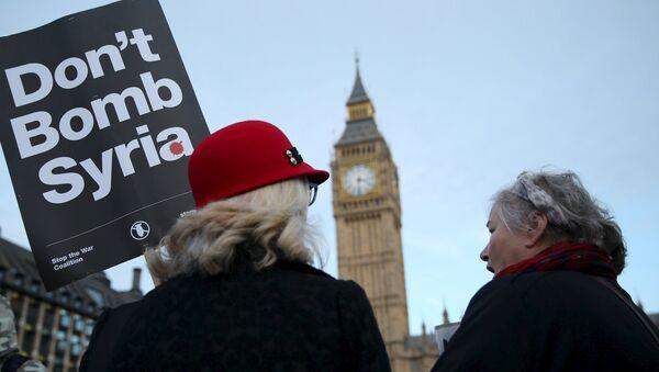 Протесты у британского парламента против одобрения бомбардировок ИГ (ДАИШ) в Сирии