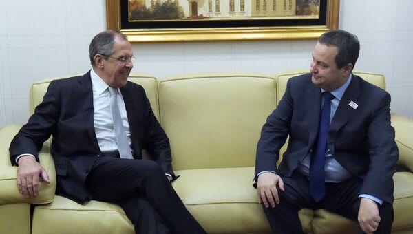 Министр иностранных дел Сербии Ивица Дачич общается с министром иностранных дел России Сергеем Лавровым. Архивное фото